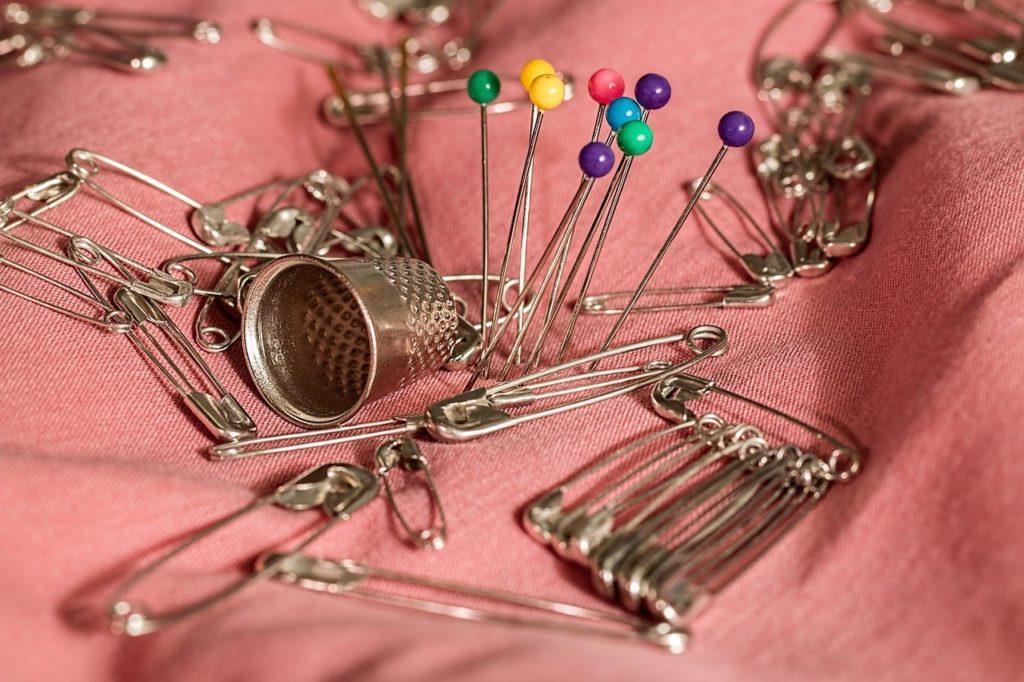 sewing, thimble, pins-661992.jpg